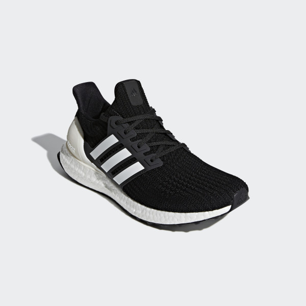 Zapatilla Ultraboost Core Black / Cloud White / Carbon AQ0062