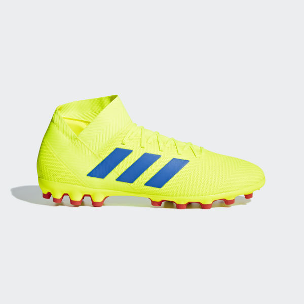 cd4257271952d Bota de fútbol Nemeziz 18.3 césped artificial Solar Yellow   Football Blue    Active Red BC0311