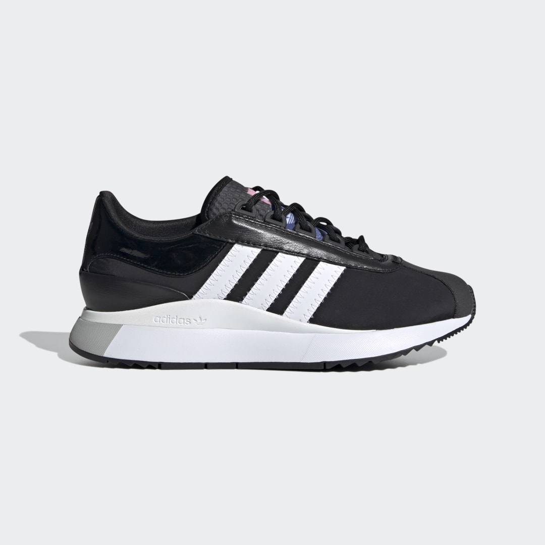 adidas Simple can be stunning, when you know how to put things together. These adidas SL Andridge Shoes start with satin, patent leather and suede, and add a pearly midsole shimmer. Step up to a stacked sole for a little extra height and a lot of on-trend style.