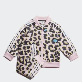 adidas T shirts, hættetrøjer og jakker . adidas® | Shop