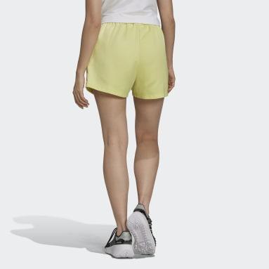 ผู้หญิง Originals สีเหลือง กางเกงผ้าซาตินขาสั้น Adicolor Classics