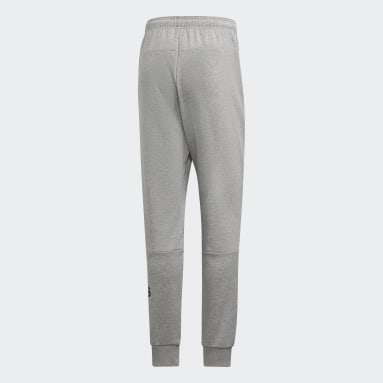 Pantalón Must Haves French Terry Badge of Sport Gris Hombre Training