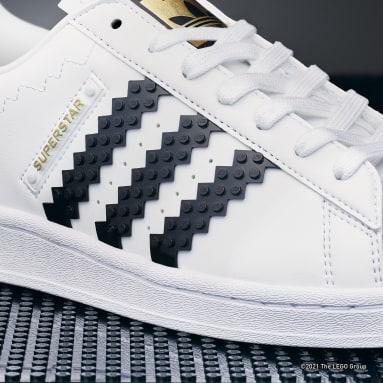 Originals สีขาว รองเท้า adidas Superstar x LEGO®