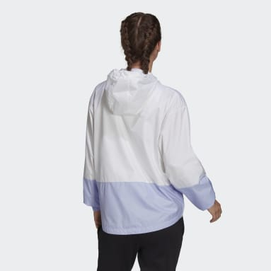 Rompevientos Essentials Logo Alargado Blanco Mujer Diseño Deportivo