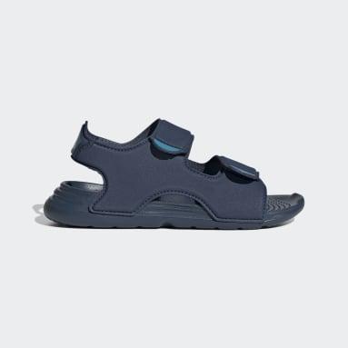 เด็ก ว่ายน้ำ สีน้ำเงิน รองเท้าแตะริมสระ