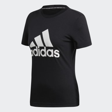 Playera Must Haves Badge of Sport Negro Mujer Essentials