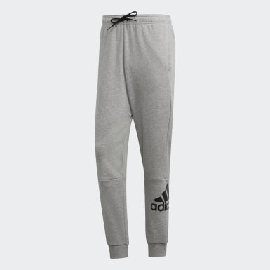 Calça Must Haves French Terry Badge of Sport Cinza Homem Training