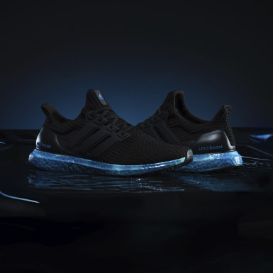 Running Black ULTRABOOST 4 DNA IN COLOR