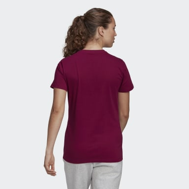 Playera Must Haves Badge of Sport Burgundy Mujer Essentials