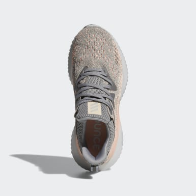 Tenis Alphabounce Beyond Gris Mujer Running