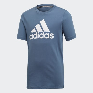 Remera Badge of Sport Must Haves Azul Niño Sport Inspired