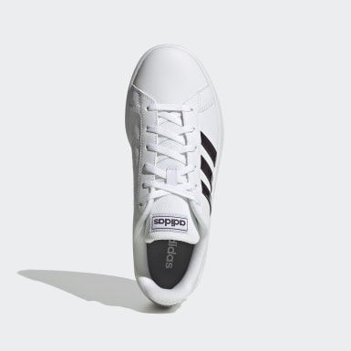 ผู้หญิง Sport Inspired สีขาว รองเท้า Grand Court Base