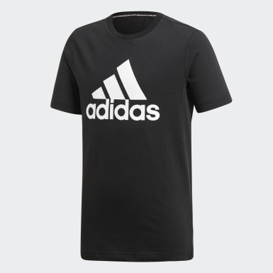 Camiseta Must Haves Badge of Sport Preto Meninos Essentials