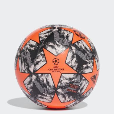 Ballon UCL Finale 19 Manchester United Capitano
