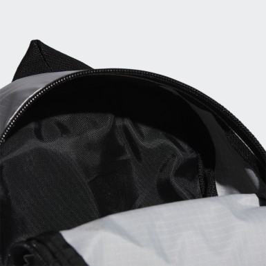 กระเป๋าสะพายหลังเมทัลลิกทรงคลาสสิกขนาดเล็กพิเศษ