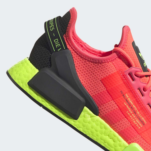 https://assets.adidas.com/images/w_600,f_auto,q_auto/8d849da2c47343339ef6abde00d42b99_9366/NMD_R1_V2_Shoes_Pink_FY5919_43_detail.jpg