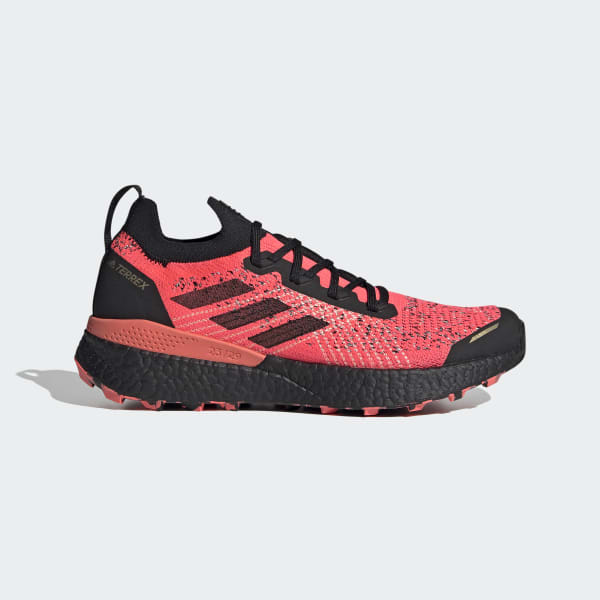 trail running shoes with spikes