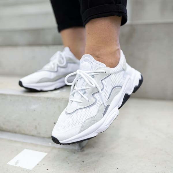 Chaussures Ozweego blanches et noires   adidas France