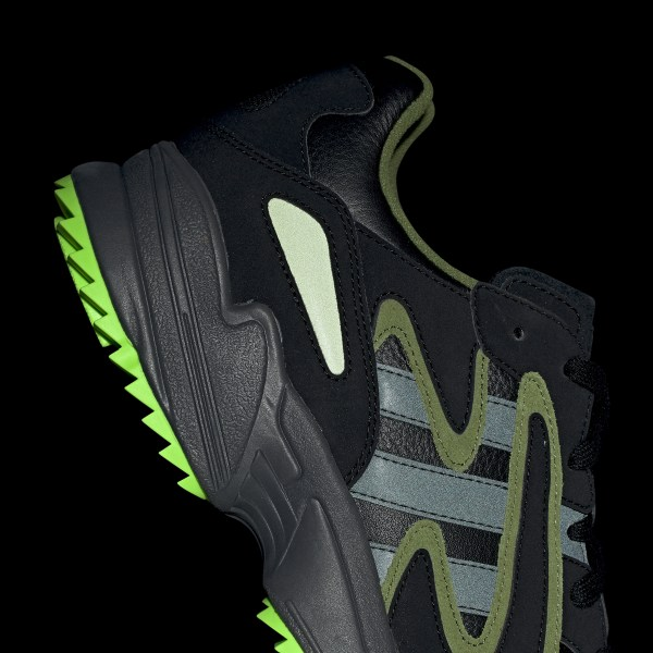 ADIDAS YUNG 96 CHASM EE7227   SCHWARZ   74,99 €   Sneaker