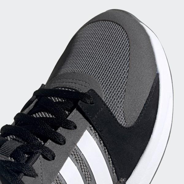 graue Sportschuhe von adidas, €89 | | Lookastic