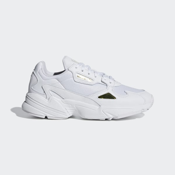 check out c0e11 9fcac Falcon Schuh Ftwr White   Ftwr White   Gold Met. EE8838