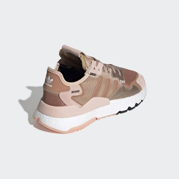 De adidas Nite Jogger wordt gekleurd in het rosé goud