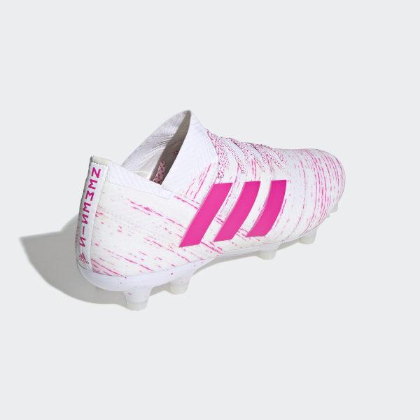 De witroze adidas Nemeziz Virtuso voetbalschoen Voetbal