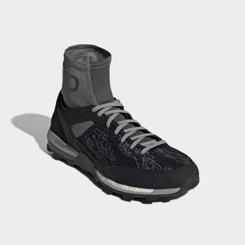adidas x UNDEFEATED Adizero XT Boost sko