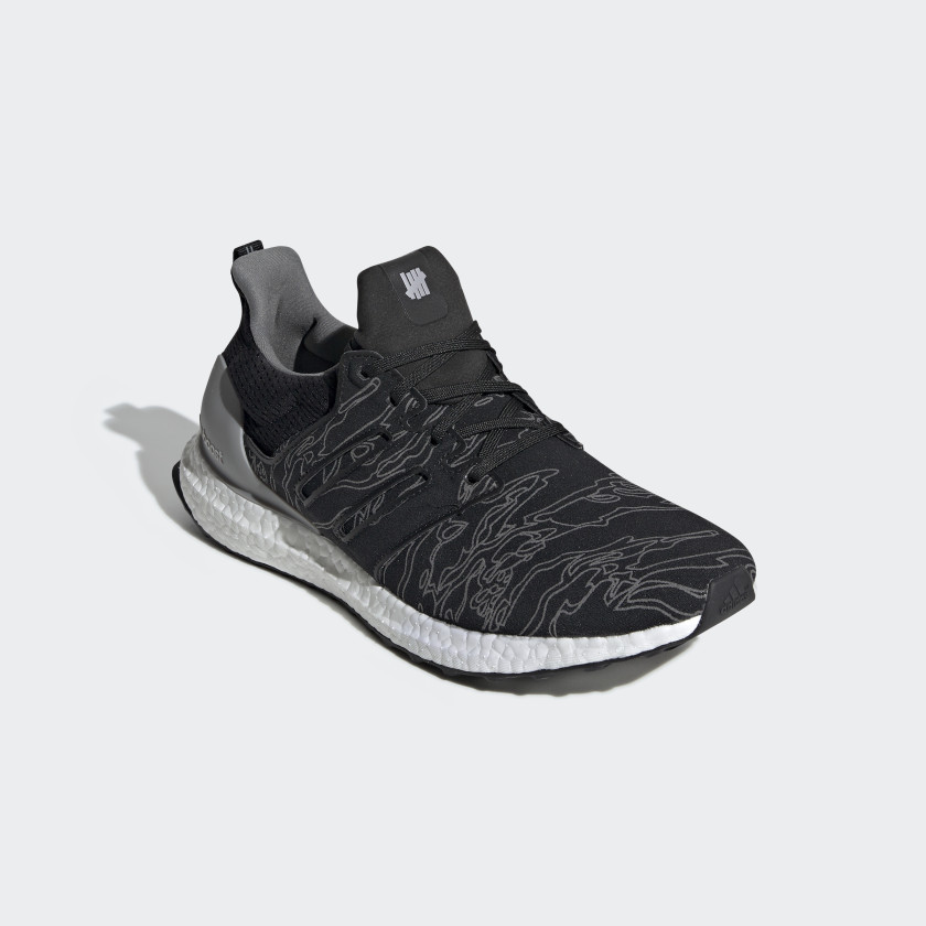 Tenis Ultraboost UNDEFEATED