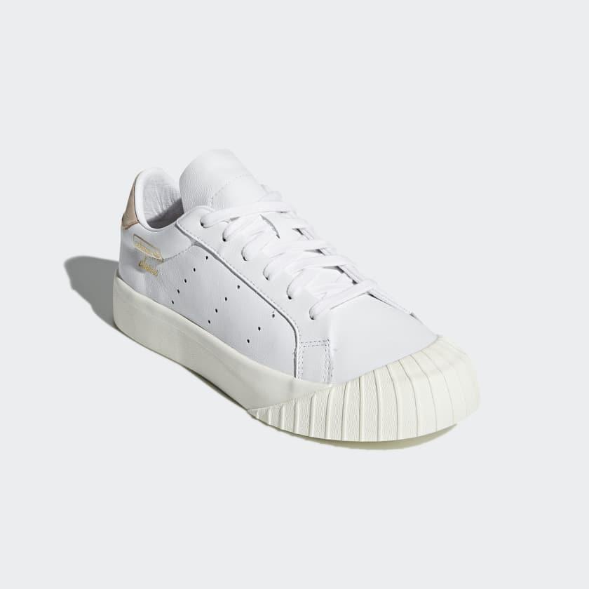 adidas nere punta bianca