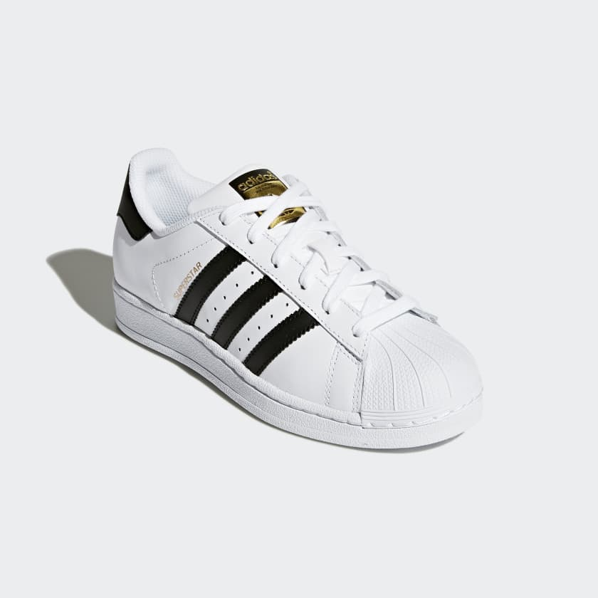A style icon is remade for younger feet in these adidas Originals Superstar  shoes  The junior shoes have all the classic details including the smooth