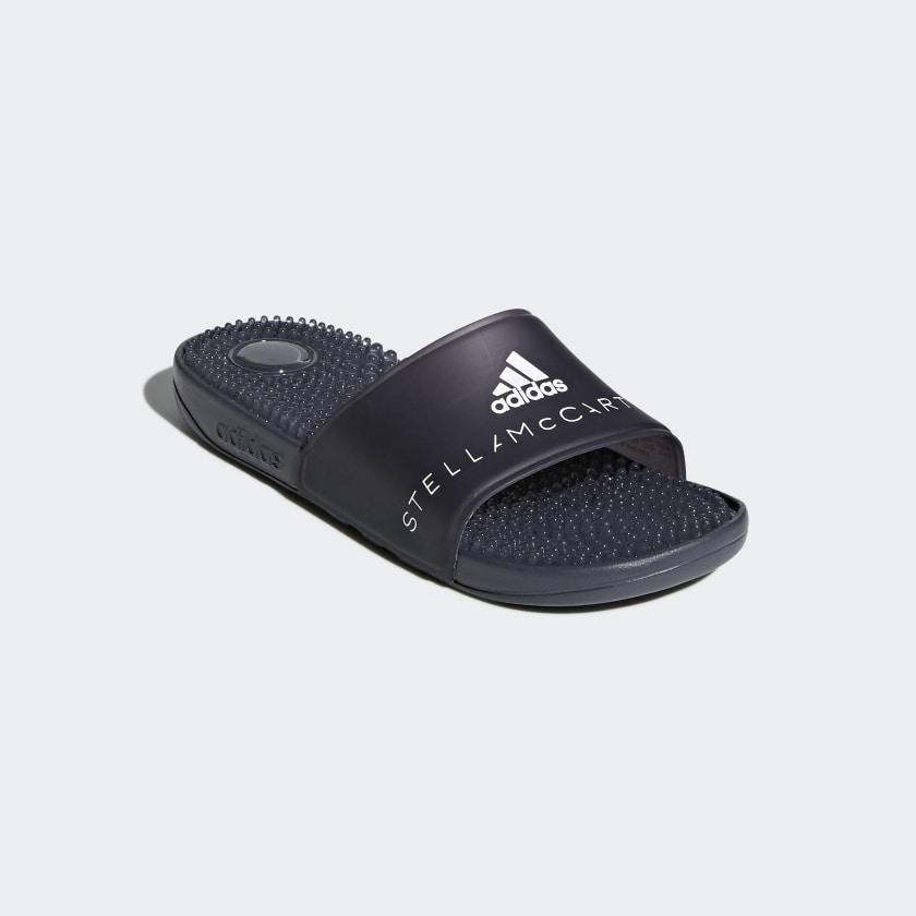 wholesale dealer ff37c 8d247 Sandale adissage. Tige synthétique moulée. Logo adidas by Stella McCartney  ...