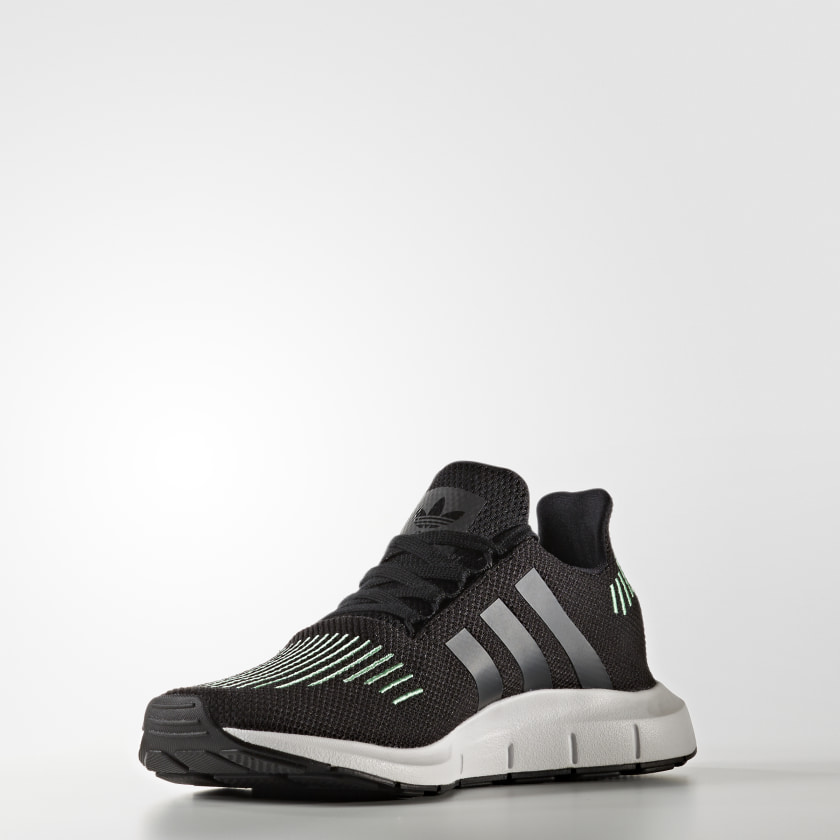 adidas Tenis Swift Run - Negro  101c9e75d8144